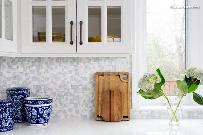 Matte mosaic tiles backsplash with polished quartz counter
